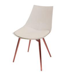 Beige-eetkamerstoelen-koperen-stoelpoten