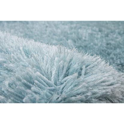 Hoogpolig-vloerkleed-pastel-blauw