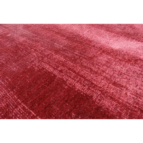 Laagpolig rood karpet