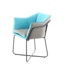 lichtblauwe-design-stoel-bruin-leer