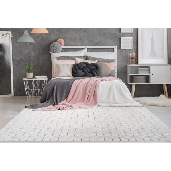 Modern wit met roze vloerkleed